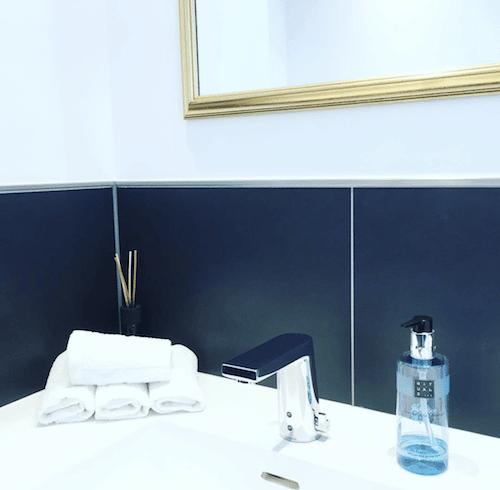 Patienten Badezimmer und Make up Raum