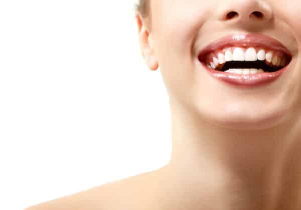 Zahnschönheit; Bleaching, VENEERS und Invisalign
